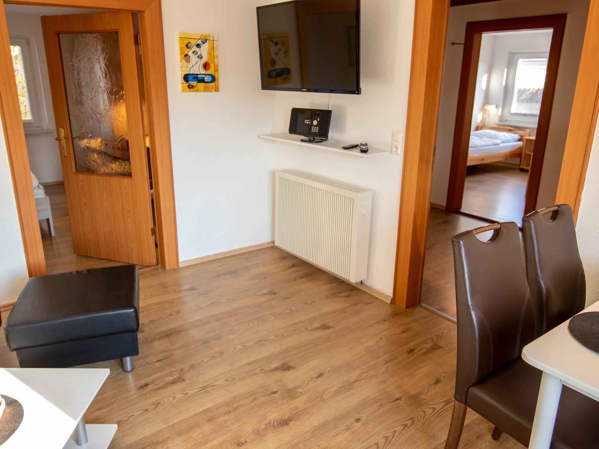 Wohn- und Essbereich mit TV